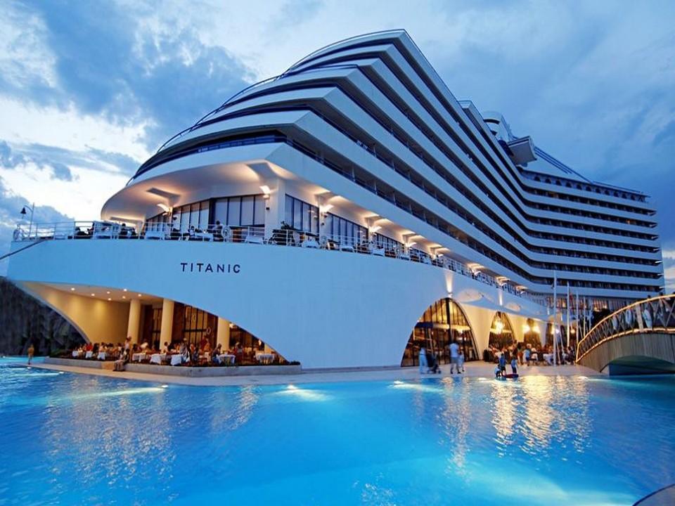 Titanic Nah Mit Pool