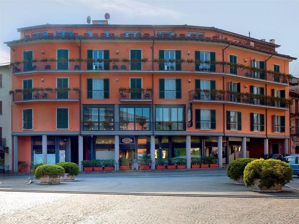 Residence Dei Fiori DSC 0362 Frontale Ok
