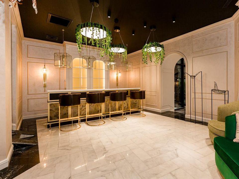 Ivy Garden Hotel Lobby